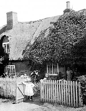 Thatched cottage in Clifton, c.1910.