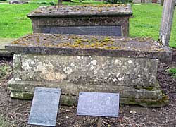 Benjamin Drawater's tomb in Greasley Churchyard (Photo: A Nicholson, 2004).