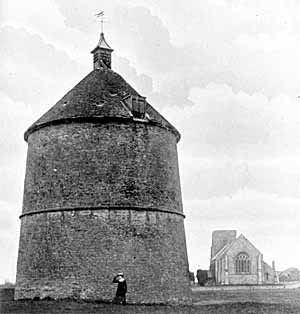 Old stone dovecote a Sibthorpe.