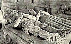 Effigies of Sir Hugh Willoughby (died 1445) and his wife, Margaret Freville in Willoughby church.