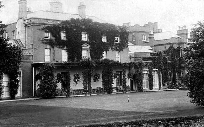 Wiseton Hall in the early 20th century. The hall was built in 1771 and was demolished in 1960.
