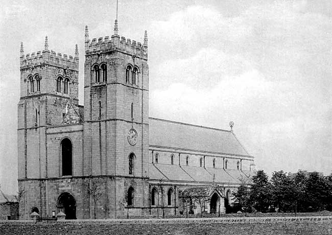 West front of Worksop Priory (c. 1900).